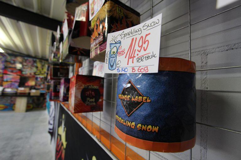Dummy's in de showroom van De Zoetermeerse Vuurwerkhal