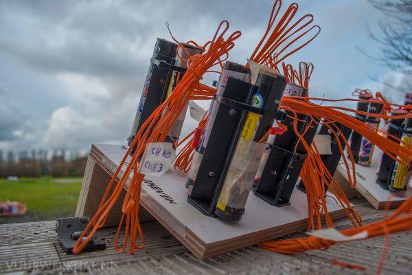 Een foto van de opbouw van de vuurwerkdemo